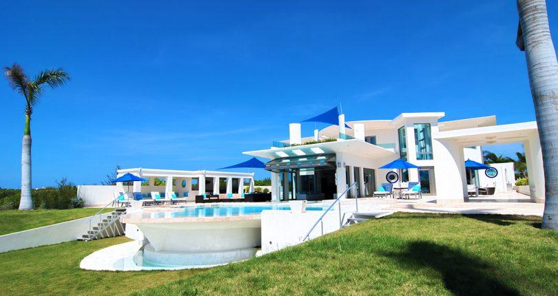 Amazing villa bay front